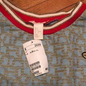H&M Tops - Buzzworthy Sweatshirt